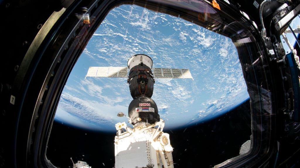 Nave espacial Soyuz MS-12 de la NASA. Estación Espacial Internacional mientras se acoplaba al módulo Rassvet el 15 de marzo de 2019.
