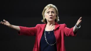 Hillary Clinton ne veut pas répéter les erreurs de sa campagne de 2008. Son message pour 2016 se veut beaucoup plus humble et centré sur les classes moyennes.