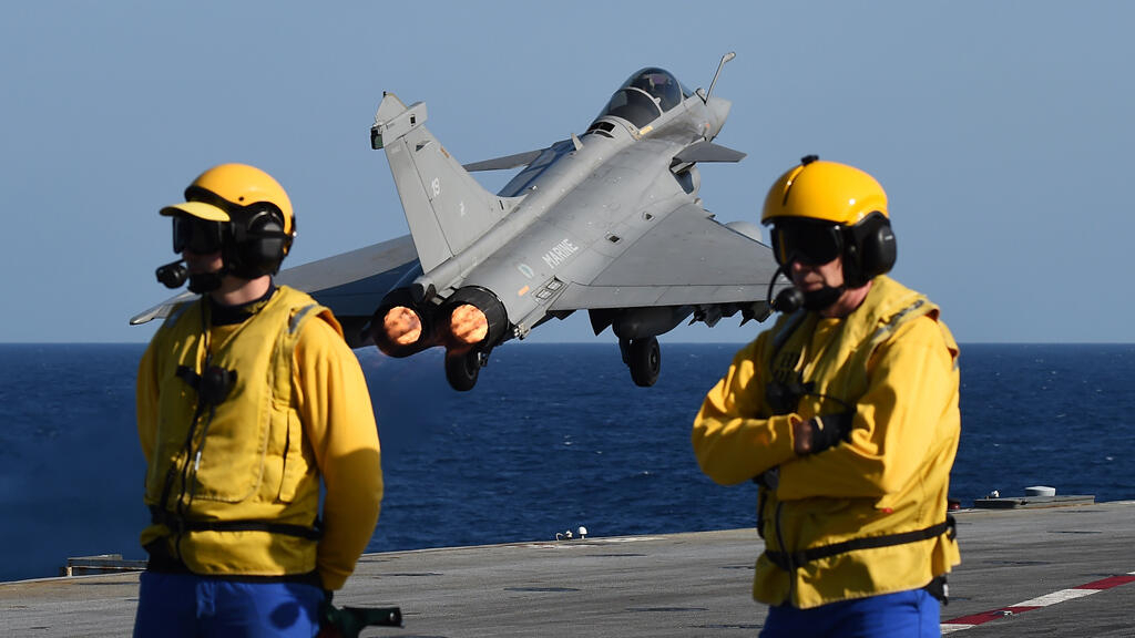 France strikes Islamic State group in Syria, Iraq from aircraft carrier
