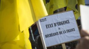 Manifestation contre l'état d'urgence, le 12 mars 2016, à Paris.