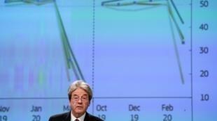 El comisario europeo de Economía, Paolo Gentiloni, anuncia las previsiones económicas de primavera el 6 de mayo de 2020 en Bruselas