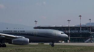 Un Airbus A330 à l'aéroport de Mulhouse-Bâle, le 18 mars 2020.