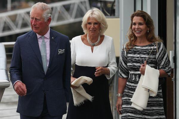 Le prince Charles et sa femme Camilla accompagnent la princesse Haya Bint Al-Hussein pour découvrir leur nouveau yacht, le 5 septembre 2018, à Londres.