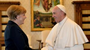 Avant de recevoir le Prix Charlemagne, le pape François a notamment rencontré la chancelière allemande Angela Merkel.