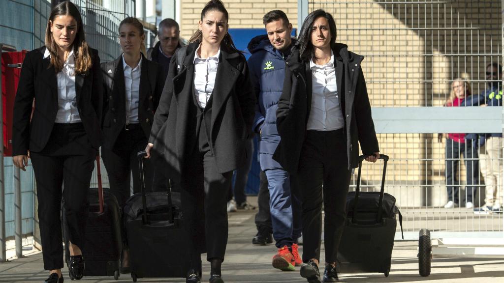 El grupo arbitral que tenía que arbitrar el RCD Espanyol - Granadilla de Tenerife abandona las instalaciones del club local, después de que no se presentasen las jugadoras.