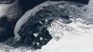 "Fonte des glaciers observée en Antarctique lors de l'opération ""Ice Bridge"" de la Nasa, le 31 octobre 2017."