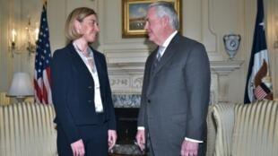 وزير الخارجية الأمريكي ريكس تيلرسون خلال استقباله وزيرة خارجية الاتحاد الأوروبي فيديريكا موغيريني في واشنطن في 9 شباط/فبراير 2017
