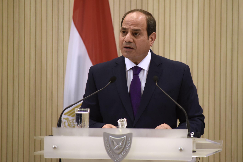 الرئيس المصري عبد الفتاح السيسي يتحدث خلال قمة ثلاثية ضمته مع الرئيسين القبرصي واليوناني في نيقوسيا في 21 تشرين الأول/أكتوبر 2020