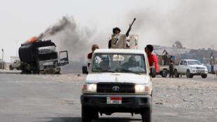 عناصر من قوات الانفصاليين الجنوبيين في عدن خلال معارك مع القوات الحكومية اليمنية، 29 أغسطس/آب