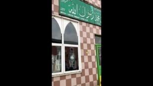 نوافذ محطمة بعد اعتداءات وأعمال تخريب على خمسة مساجد في برمنغهام، بريطانيا في 21 مارس آذار 2019