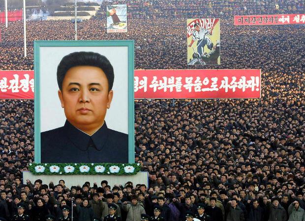 Más de un millón de personas se reúnen en Pyongyang el 11 de enero de 2003 para celebrar la retirada del país del Tratado de No Proliferación Nuclear.