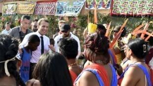 Emmanuel Macron en visite à Maripasoula, en Guyane, le 26 octobre 2017.