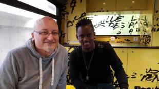 Yves Colin, directeur de la communication de la Fondation Abbé Pierre et le chanteur Black M.