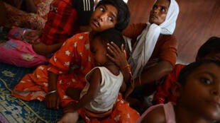 مهاجرون من الروهينغيا في مركز إيواء في اندونيسيا.