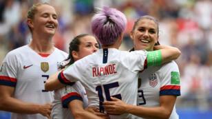 L'Americaine Megan Rapinoe célèbre son but contre l'Espagne, le 24juin 2019.