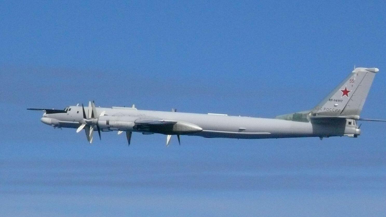 Un bombardero ruso TU-95 vuela sobre el Mar de la China Oriental en esta foto tomada por la Fuerza de Autodefensa Aérea de Japón y publicada por la Oficina del Estado Mayor Conjunto del Ministerio de Defensa de Japón el 23 de julio de 2019