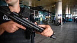L'attentat-suicide à l'aéroport d'Istanbul a fait au moins 41 victimes