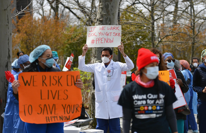 Enfermeras y trabajadores de la salud protestan en Nueva York