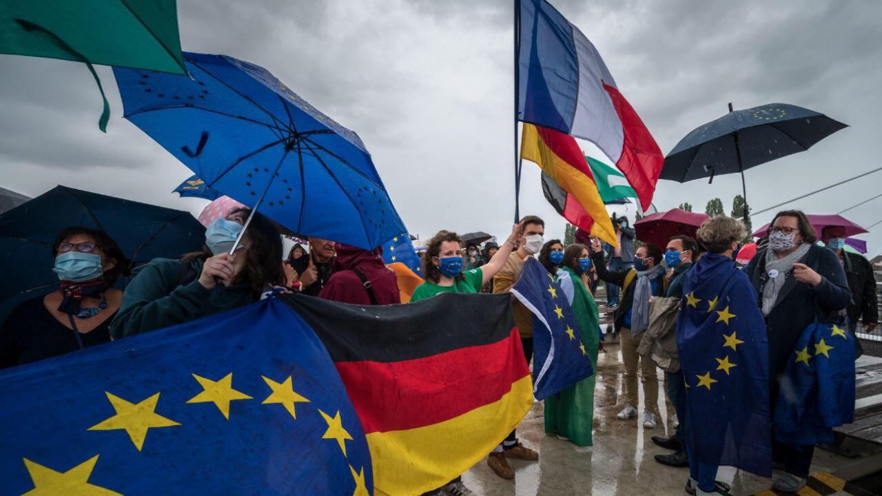 L'Europe rouvre lundi ses frontières intérieures, fermées depuis plusieurs mois pour éviter la propagation du coronavirus.
