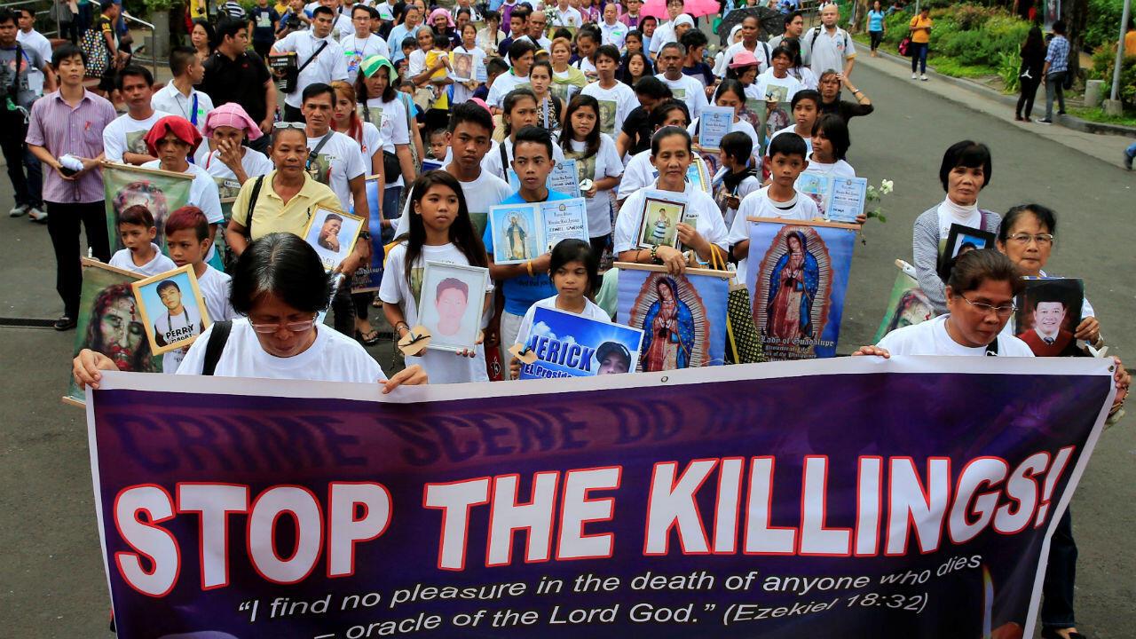 Des familles manifestent, à Manille, en mars 2017, contre la mort des usagers ou trafiquants tués en tentant d'échapper à une arrestation.