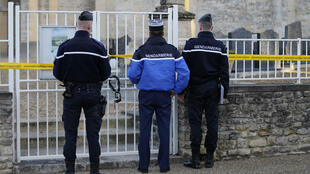 La brigade de recherches de Bayeux est chargée d'enquêter sur les dégradations de tombes dans le cimetière de Tracy-sur-Mer (Calvados).