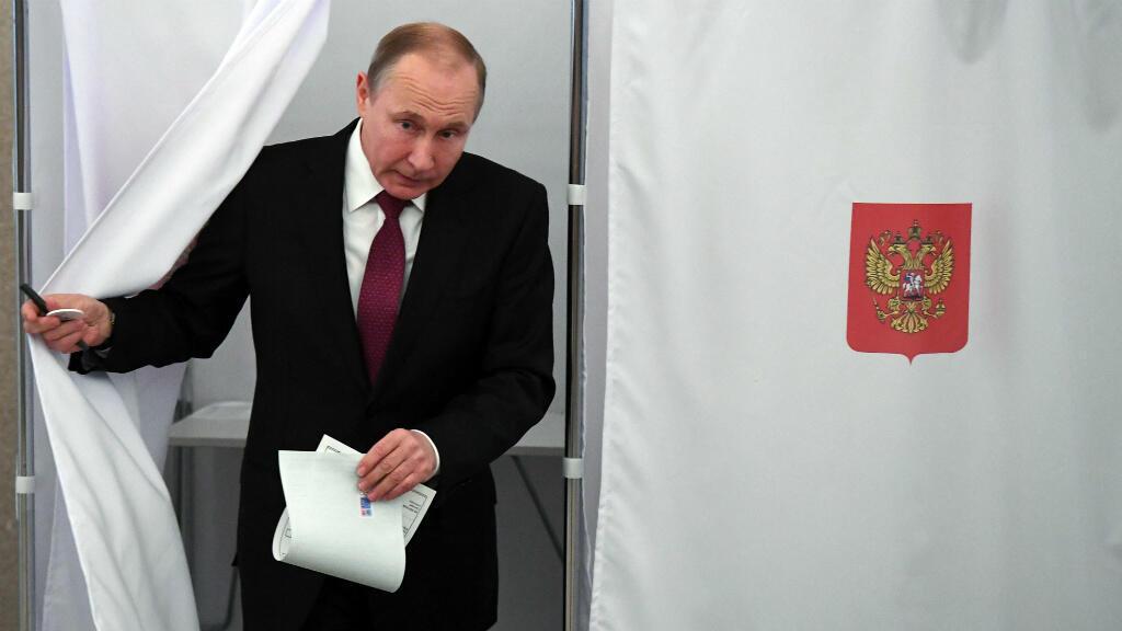 الرئيس الروسي فلاديمير بوتين في مركز انتخابي بموسكو 18 آذار/مارس 2018.