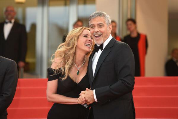 Ils sont beaux, ils sont pros : George Clooney et Julia Roberts sur le tapis rouge.