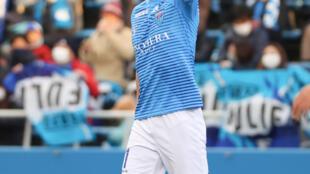 كازويوشي ميورا خلال مباراة مع فريقه يوكوهاما الياباني في 19 كانون الأول/ديسمبر 2020