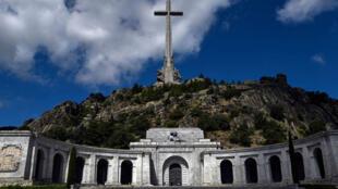 Imagen tomada el 3 de julio de 2018 en San Lorenzo del Escorial, cerca de Madrid, en el Valle de los Caídos, un monumento a los combatientes franquistas que murieron durante la Guerra Civil española y el lugar de descanso final de Francisco Franco.