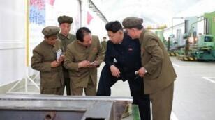 الزعيم الكوري الشمالي كيم جونغ أون يزور مجمعا صناعيا في مقاطعة هامغيونغ