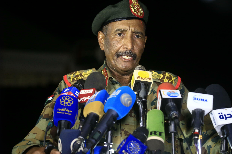 صورة من الارشيف التقطت بتاريخ 31 تشرين الأول/أكتوبر 2019 تظهر رئيس مجلس السيادة الانتقالي في السودان عبد الفتاح البرهان في الخرطوم