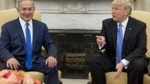 الرئيس الأميركي دونالد ترامب مع رئيس الوزراء الاسرائيلي بنيامين نتانياهو في البيت الابيض في 15 شباط/فبراير