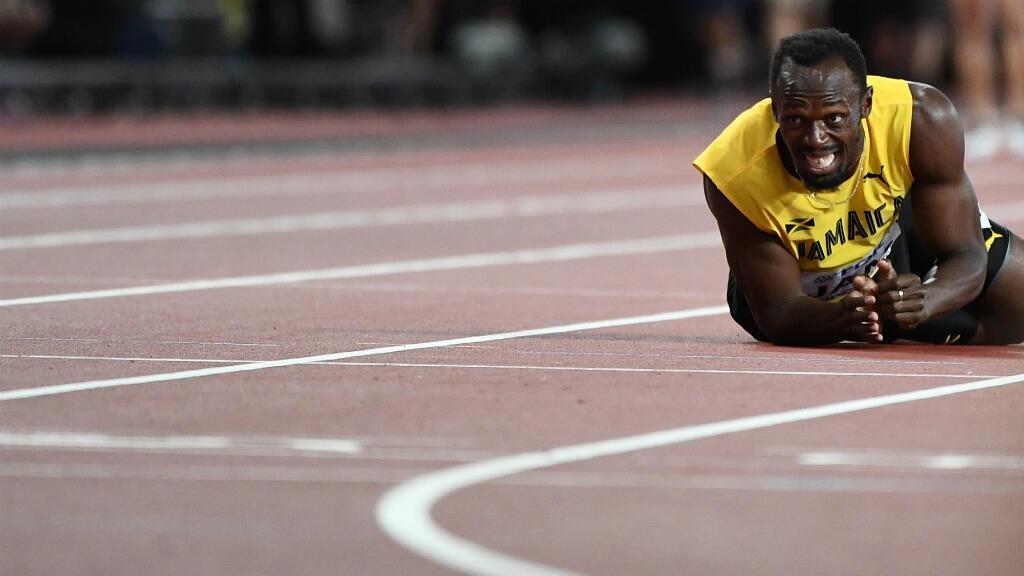 Usain Bolt, victime d'une crampe, s'est effrondré lors de la dernière course de sa carrière samedi 12 août, aux mondiaux d'athlétisme de Londres.
