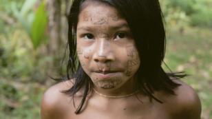 Enfant wayana du Haut-Maroni en Guyane, une région menacée par les chercheurs d'or clandestins.