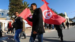 Tunisiens célébrant le troisième anniversaire de la révolution