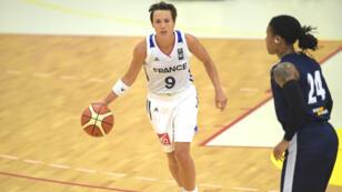 La meneuse de jeu française, Céline Dumerc, lors d'un match amical contre l'Ukraine le 31 mai 2017 à Villenave d'Ornon.
