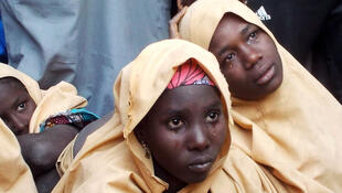 Algunas de las colegialas Dapchi recién liberadas, en la aldea de Jumbam, estado de Yobe, Nigeria, el 21 de marzo de 2018.