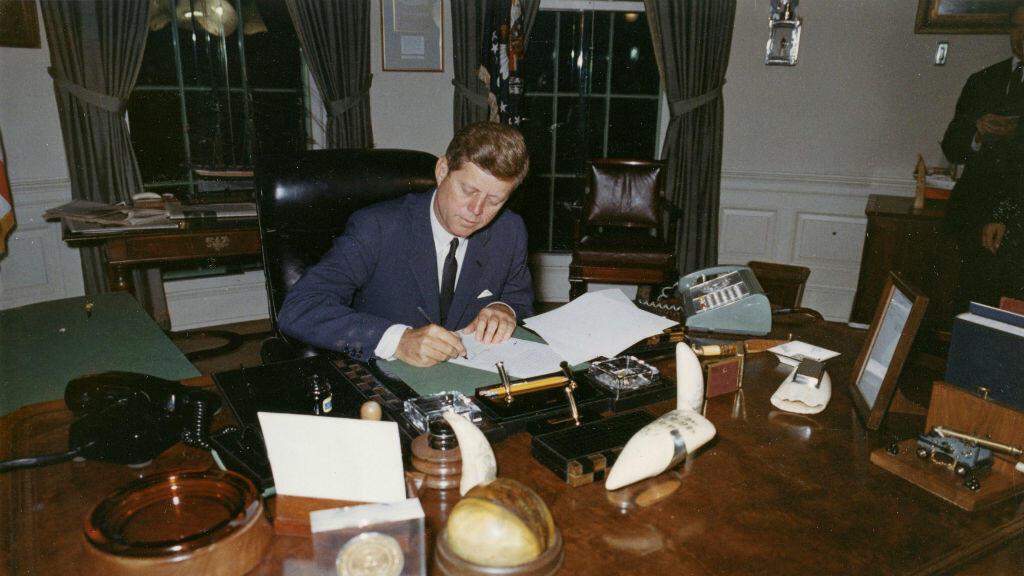 El presidente John F. Kennedy  fue asesinado el 22 de noviembre de 1963 en Dallas, Texas.