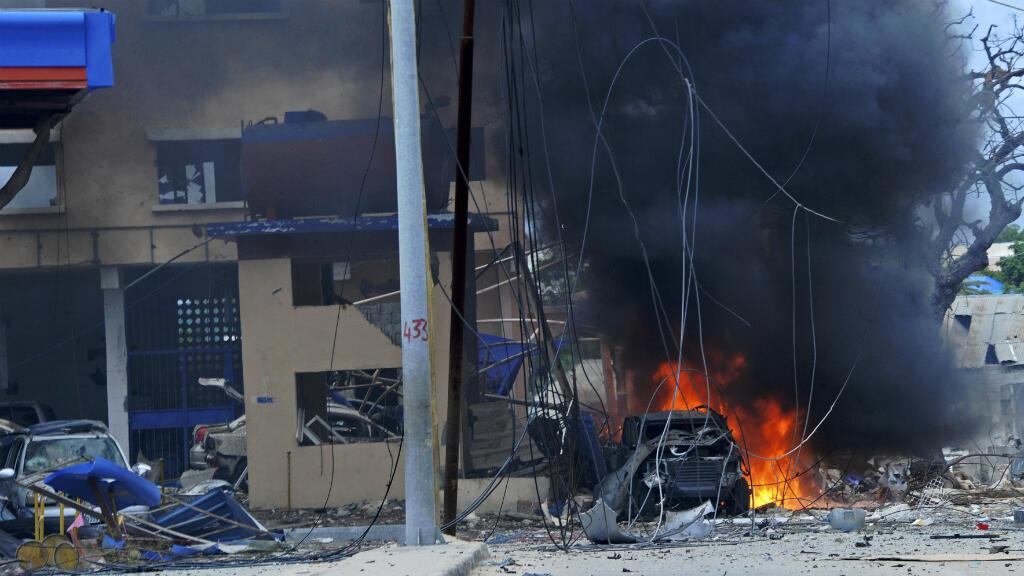 موقع تفجير قرب أحد فنادق مقديشو