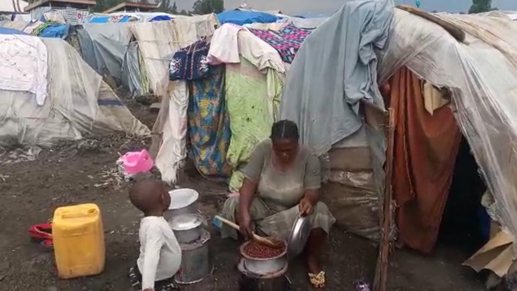 RD Congo : les sinistrés du volcan Nyiragongo vivent toujours dans des abris de fortune