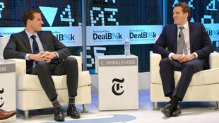 """Les frères Winklevoss lors d'une conférence organisée par le """"New York Times"""", en 2013."""