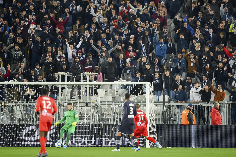 Des supporters bordelais lors d'une rencontre de Ligue 1 opposant Bordeaux à Nîmes le 3 décembre 2019.