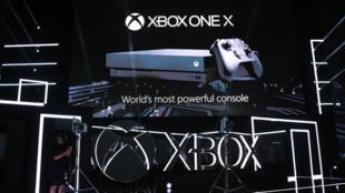 La nouvelle console Xbox One X de Microsoft veut être la Mercedes des consoles de jeux vidéo.
