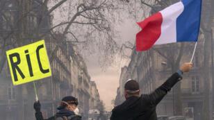 Introduire davantage de démocratie directe via le RIC est une des revendications des Gilets jaunes.