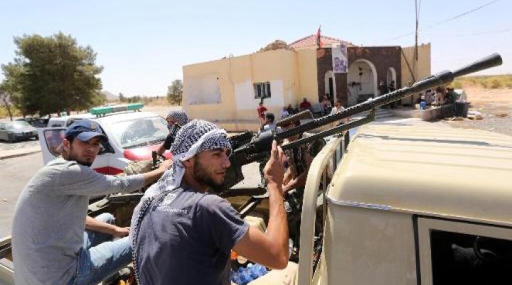 """مقاتلون من ميليشيا """"فجر ليبيا"""" في غريان جنوب طرابلس 29 أبريل 2015"""