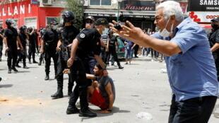2021-07-25T132658Z_1992986280_RC2ORO9OLGNS_RTRMADP_3_TUNISIA-PROTESTS