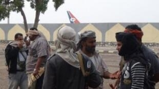 ميليشيات تابعة للحكومة قرب أسوار مطار عدن 21 كانون الثاني/يناير