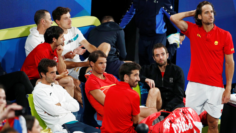 El equipo español tras la victoria de Serbia en la final de la Copa ATP de tenis en Sídney, Australia. 12 de enero de 2020.