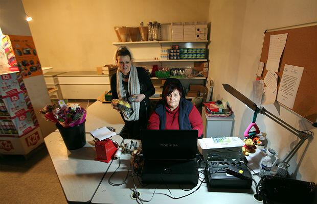 À l'épicerie sociale de Calais, les bénéficiaires achètent des denrées alimentaires de base au dixième de leur prix.