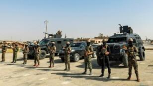 عناصر من قوات سوريا الديمقراطية يتجمعون في جنوب مدينة الحسكة في شمال شرق سوريا في 11 أيلول/سبتمبر 2018.